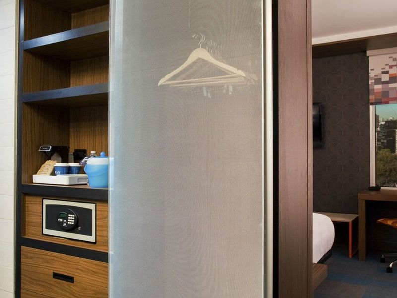 Model-Room-Closet-drawers